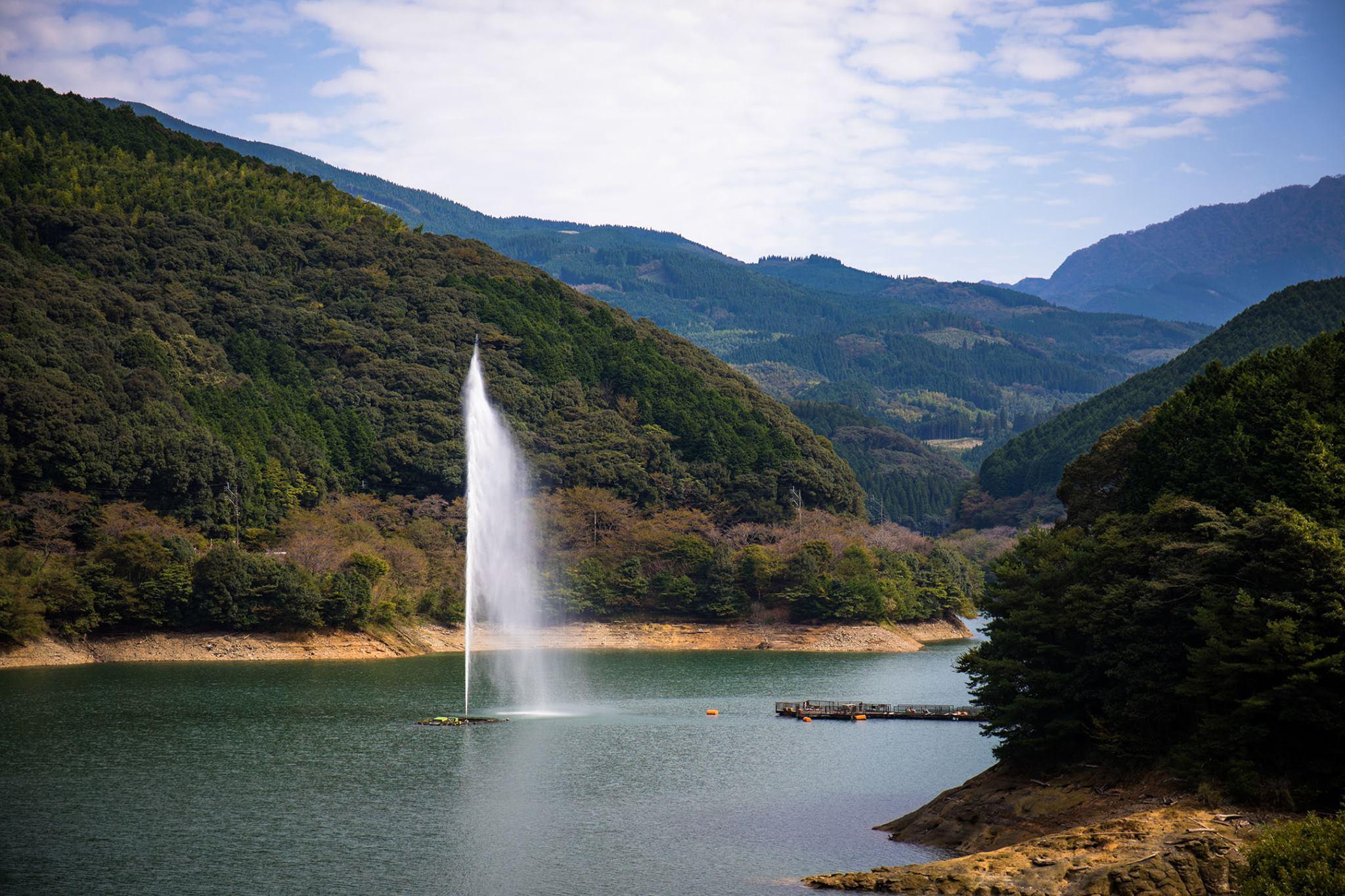 市房(いちふさ)ダムの大噴水